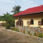 Ayikoo Beach House - Achterkant huis